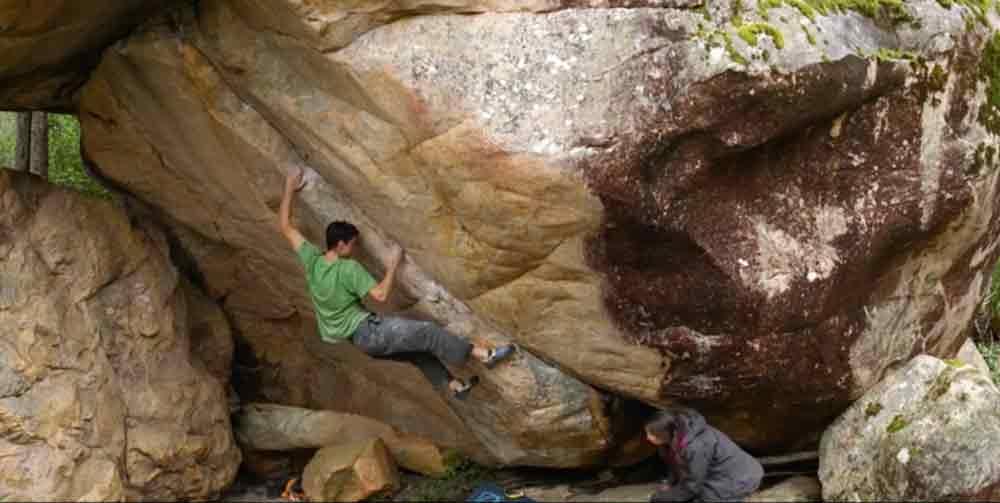 Paul Robinson está buscando bloques de piedra en Australia