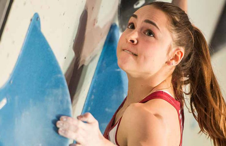 Andrea Kümin on the way to the semi-finals of the Boulder World Cup Meiringen