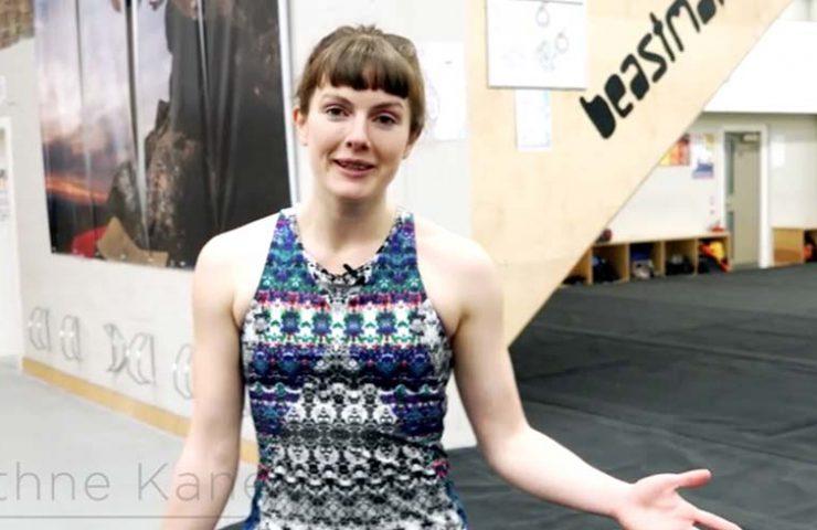 Eithne Kane zeigt Übungen für Cool Down