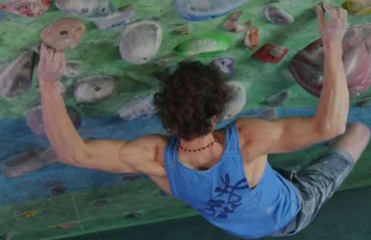 Adam Ondra in boulder training - EpicTV