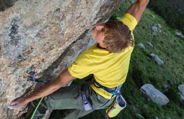Alexander Megos climbs Jungle Boogie in Ceüse - France