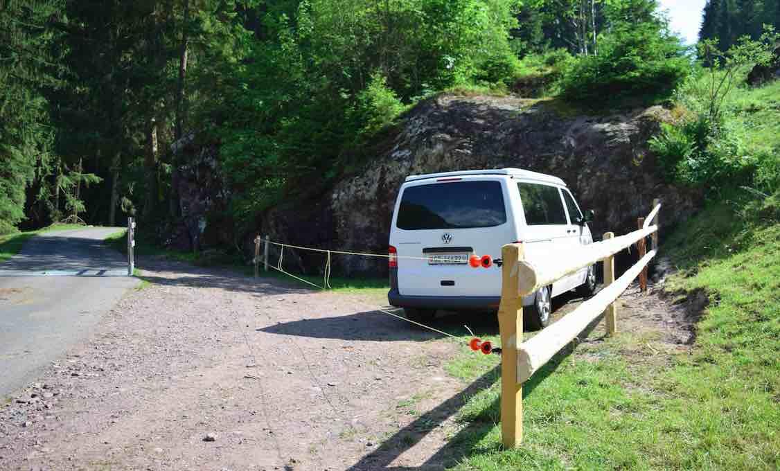 Parkplatz im Bouldergebiet Murgtal