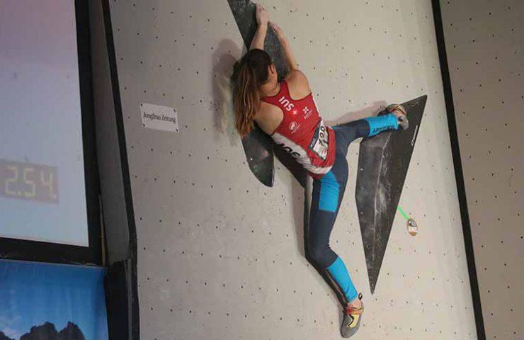 Andrea Kümin im Halbfinal am IFSC Wettkampf in Meiringen