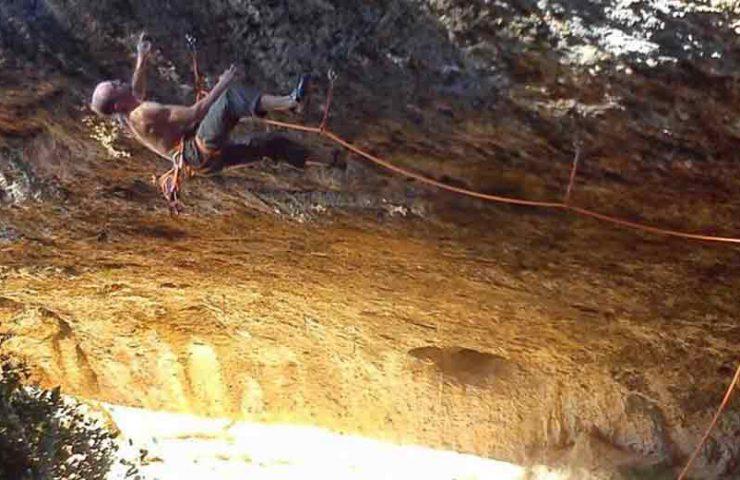 Iker Pou commits brutal one-finger overhang route