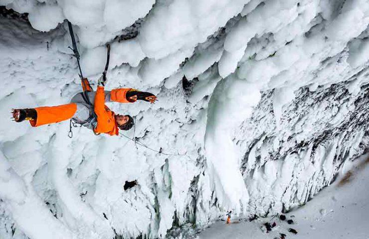Dani Arnold abre nueva ruta de escalada en hielo Power Shrimp