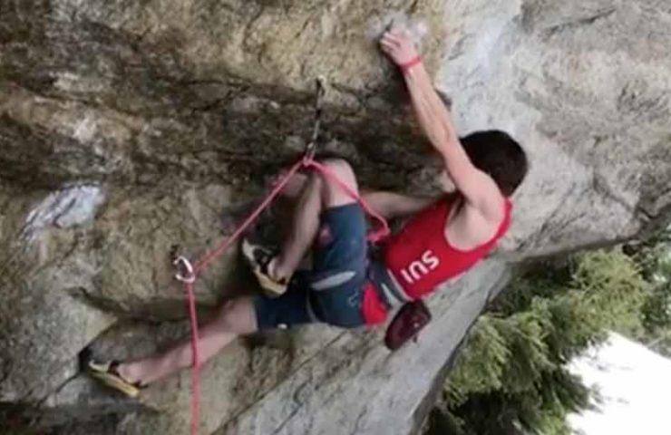 Nils Favre klettert Elfe in Meiringen