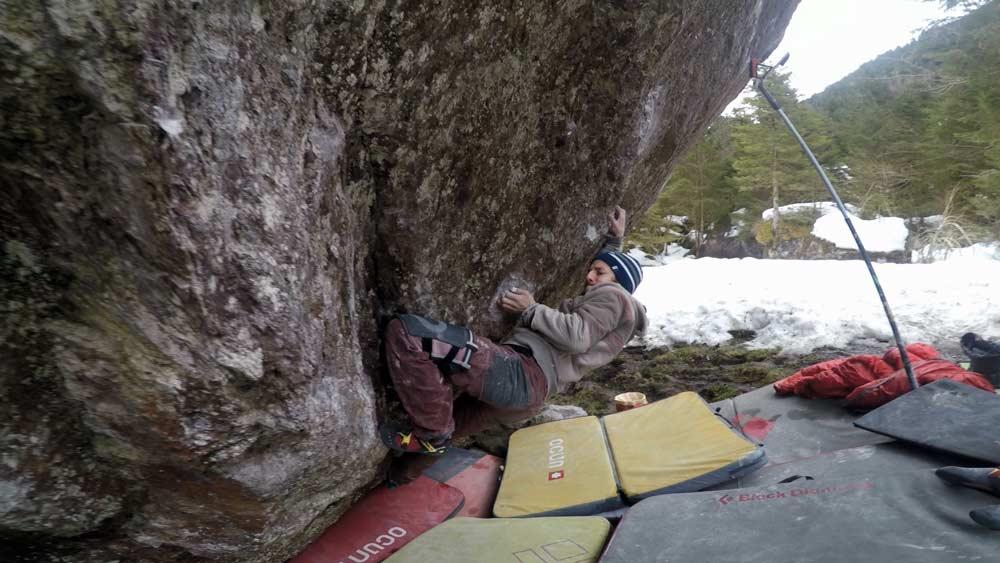 David von Allmen im Boulder An unexpected journey im Murgtal