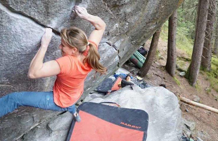 Video: Anna Stöhr klettert New Base Line und Steppenwolf an einem Tag