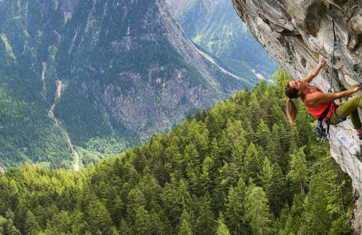 Raffle: climbing with professionals, VIP ticket for World Cup and more