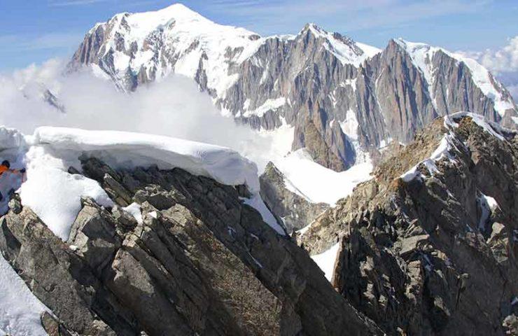 Dani Arnold stellt Speed-Rekord an der Grandes Jorasses Nordwand auf