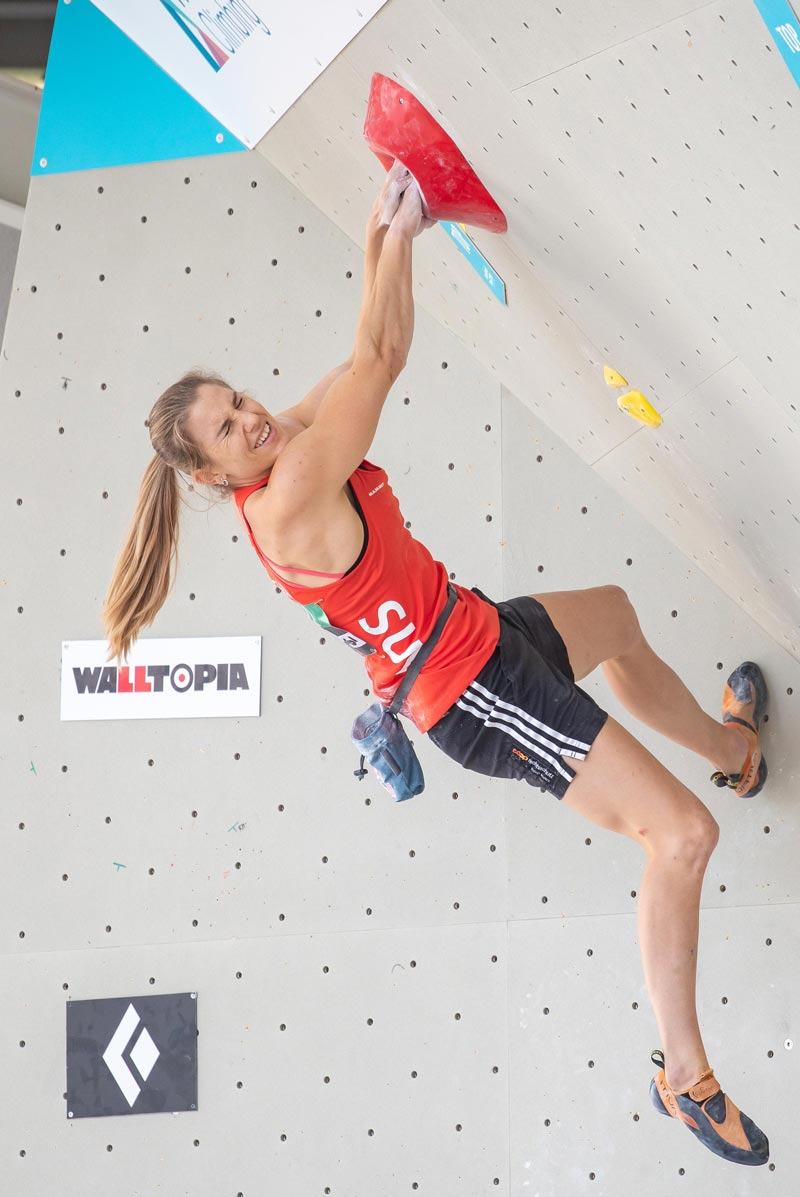 Petra Klingler qualifies as the only Swisswoman for the semifinals in bouldering.