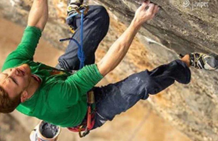 Jakob Schubert klettert als Zweiter die 9b-Route Neanderthal