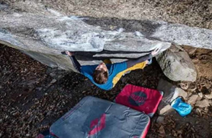 Christof Rauch boulders Big Kat (8b +), who dances with the rock (8c) and other classics in Ticino