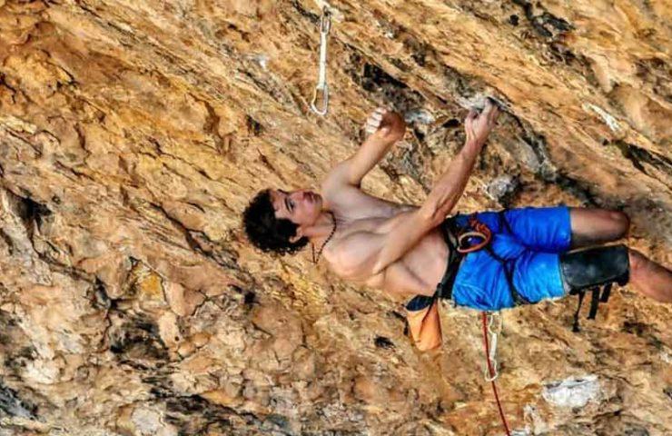 Adam Ondra se une a la ruta 9b del neandertal en Santa Linya