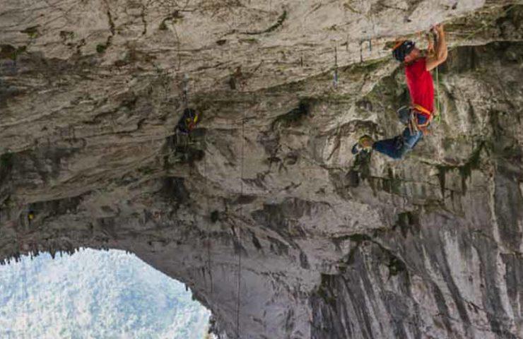 Edu Marin escala la ruta de techo colgante más larga del mundo: Valhalla (9a +, 380m)