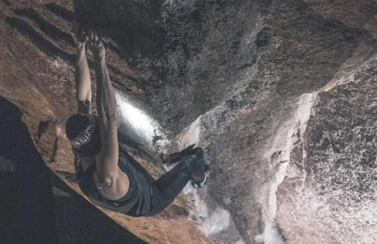 Isabelle Faus klettert 8b-Boulder Primitivo Stand im Val Bavona