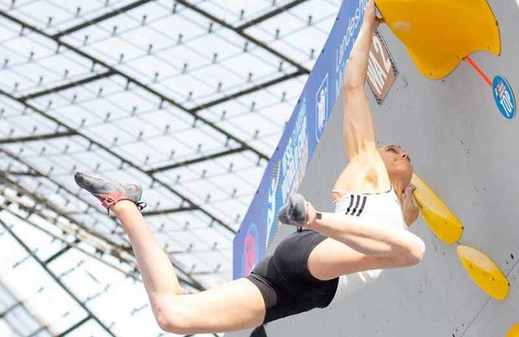 Jakob Schubert und Janja Garnbret gewinnen Boulderweltcup in München
