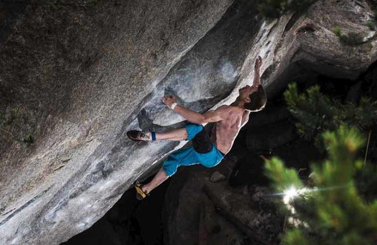 Martin Keller manages the start of the Boulders Ninja Skills (8c / 8c +) in Sobrio