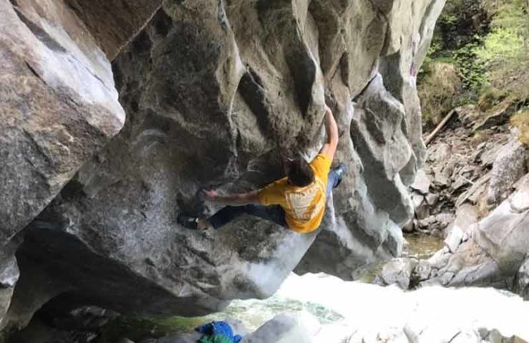 Christof Rauch gets the first iteration of 8c-Boulder's La Grosse Tarlouze in Magic Wood