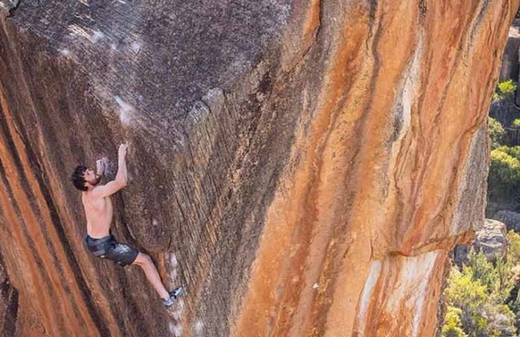Jimmy-Webb-holt-sich-die-siebte-Begehung-des-Fünf-Sterne-Boulders-The-Finnish-Line-8c.jpg