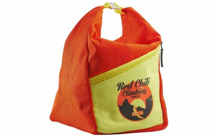 Genügend Platz für Magnesium, Bürste und Smartphone: Der Chalkbag Reactor von Red Chili