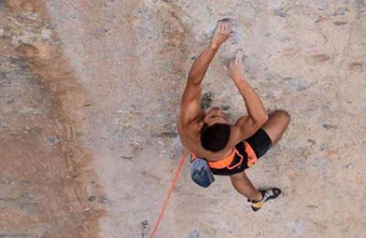 Philipp Geisenhoff scores Mr. Hyde (8c +) in the sport climbing area Céüse