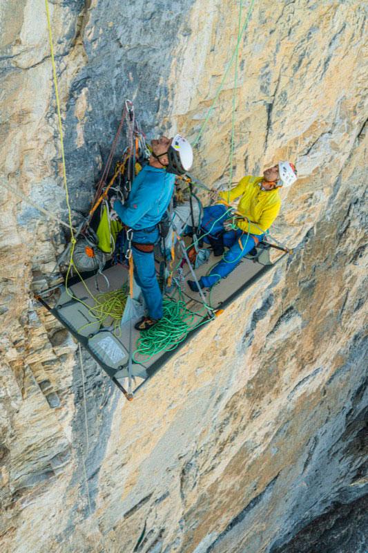 Roger Schäli y Stephan Siegrist en la primera ascensión de Silverback. (Imagen de Frank Kretschmann)