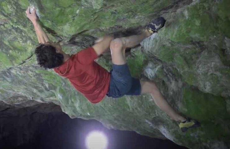 Video: Adam Ondra begeht den Boulder Ghost Rider (8c) - zu Trainingszwecken