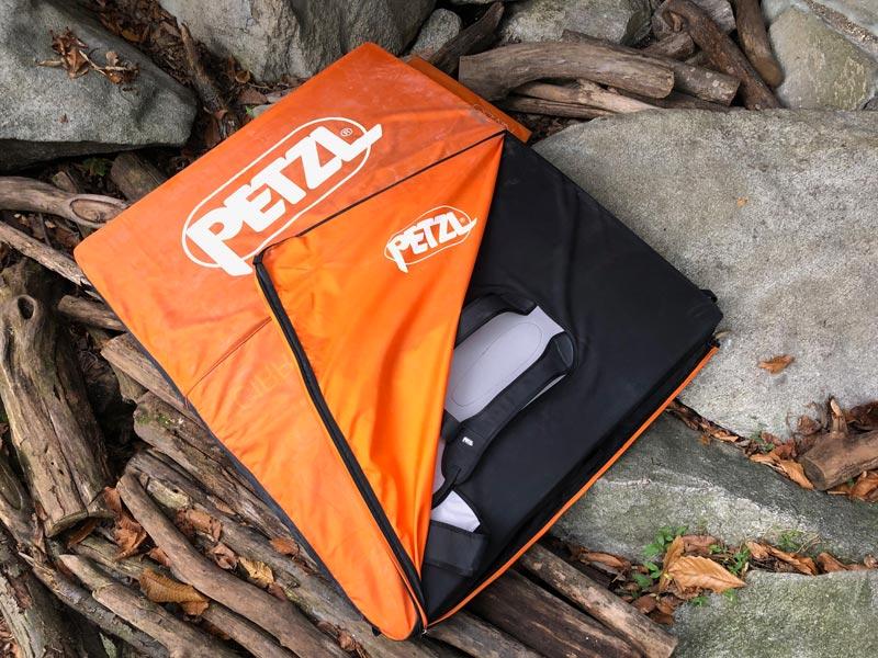 La práctica cubierta del Petzl Cirro protege contra accidentes de tropiezo.