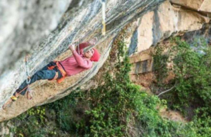 Jakob Schubert klettert die 9a-Route Victimes del Futur flash