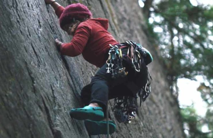Video: When crocs are the solution for a hard climbing route