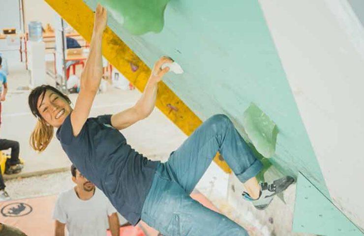 Katherine Choong klettert mit Kindern im Libanon