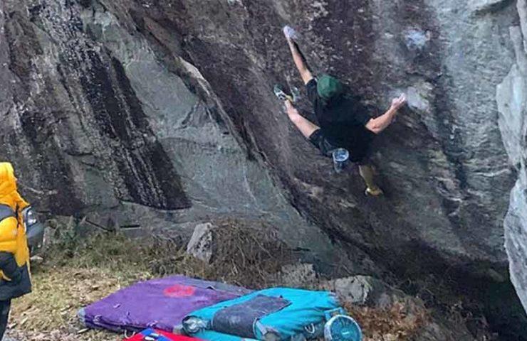 Neuer harter Boulder im Val Bavona: Shawn Raboutou begeht Roadkill
