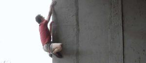 Urban Bouldering auf höchstem Level: Adam Ondra begeht 8b