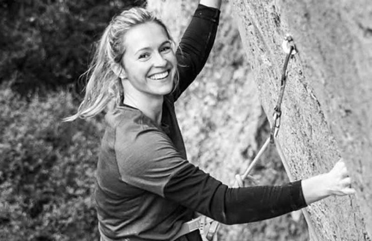 Julia Chanourdie climbs Super Crackinette (9a +) in Saint-Léger du Ventoux