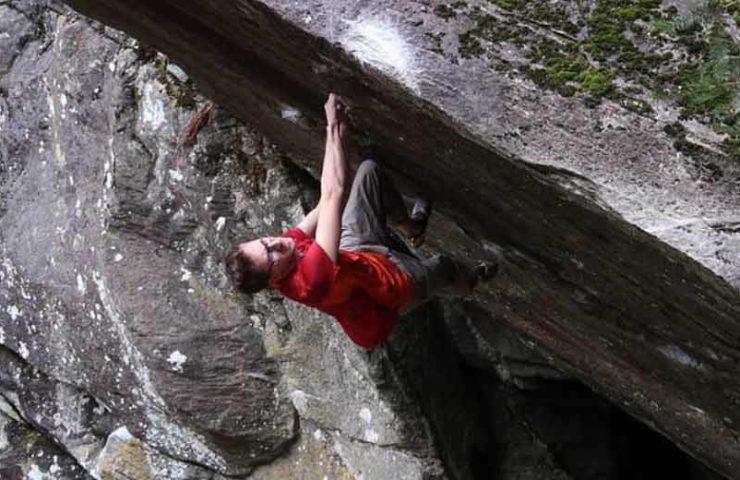 Stefan Scarperi: 8c-Boulder Bügeleisen (sit) begangen
