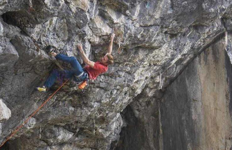Jakob Schubert climbs white rose (9a) after corona lockdown