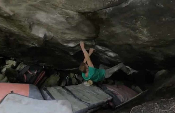 Jakob Schubert flashes The Never Ending Story (8b +) and other 8-piece boulder