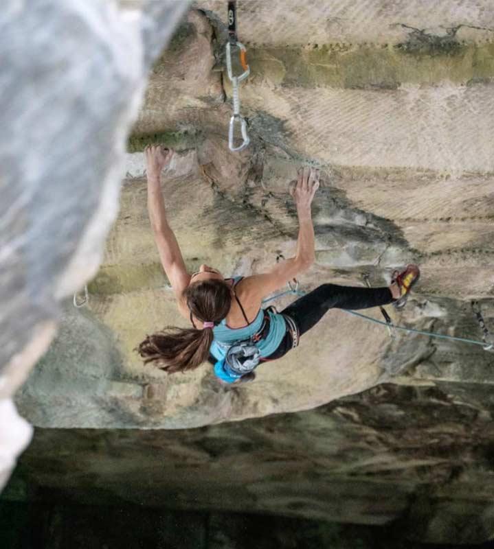 Laura-Rogora-beim-Abschlusssprung-kurz-vor-dem-Stand-von-Pure-Dreaming