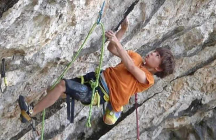 Record: Théo Blass climbs 8c route souvenirs du pic at the age of 10