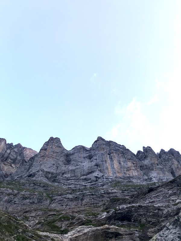 Roca afilada en la ruta de Zahir.