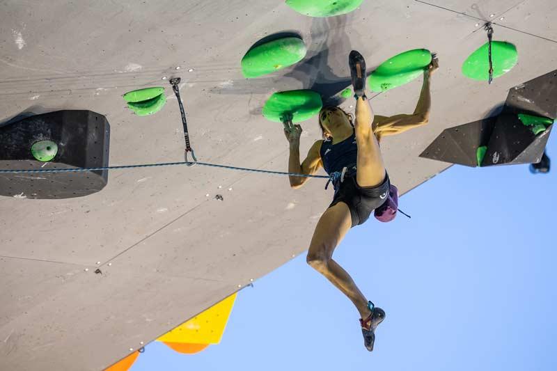 Fanny Gibert am ersten Leadwettkampf ihrer Karriere. (Bild Jan Virt/IFSC)