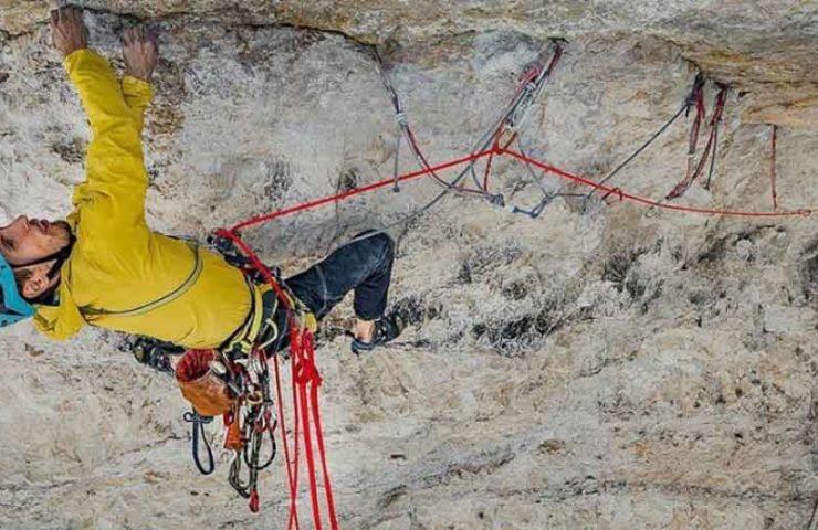 Lukasz Dudek climbs Pano Aroma (8c) rope solo