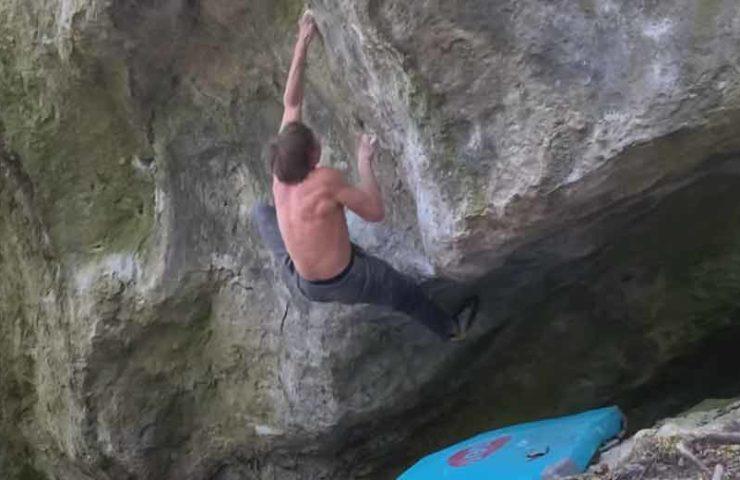 Alexander Megos successful in Frankenjura: Opposing Force (8b + / c) bouldered