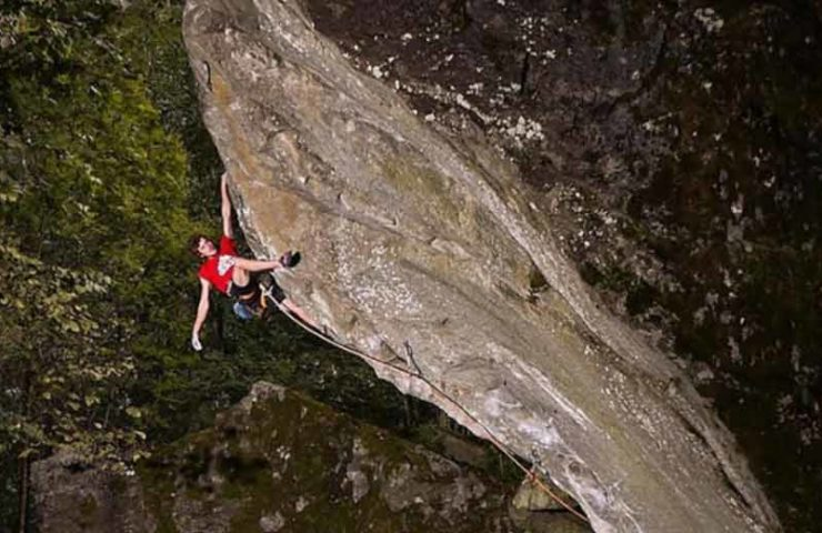 Giuliano Cameroni eröffnet neue Traumlinie im Val Bavona: Baba Yaga (9a)