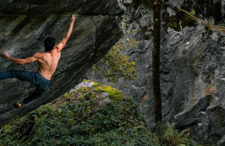 Marco Müller begeht Off the Wagon (8b+) im Val Bavona