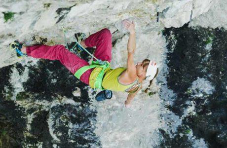 Angy Eiter: Erstbegehung der 9b Kletterroute Madame Ching