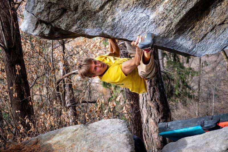 Alexander Megos climbed The Story of Two Worlds without a kneepad. (Picture