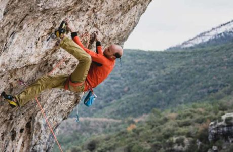 Cédric Lachat climbs Supercrackinette (9a +)