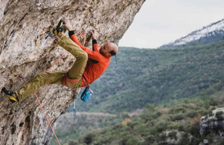 Cédric Lachat klettert Supercrackinette (9a+)